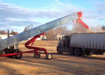 Load a 1,000 bushel trailer in as little as 3 minutes